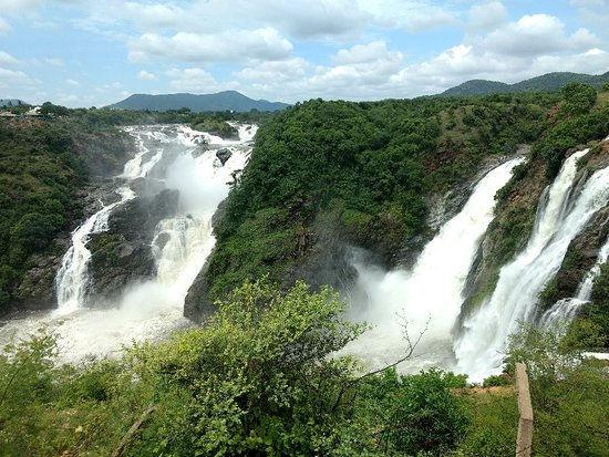 Shivanasamundram falls.jpg
