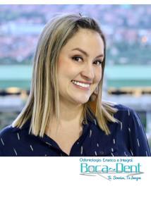 Paola, una paciente feliz con su diseño de sonrisa.