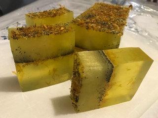 Green tea & White pear Botanical soap with calendula petals & poppyseeds