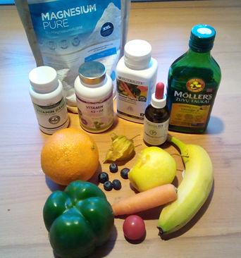 Gesunde Ernährung und Nahrungsergänzungsmittel, VitaminD, VitaminK2, Omega3, Magnesium, Megnesiumcitrat, Megnesiumdicitrat, Nutrilie, Banane, Karott, Paprika, Orange, Blabeere, Heidlbeer, Tomate
