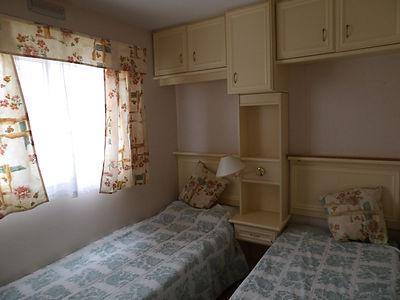 Alucasa 8700 pet area 27 twin bedroom