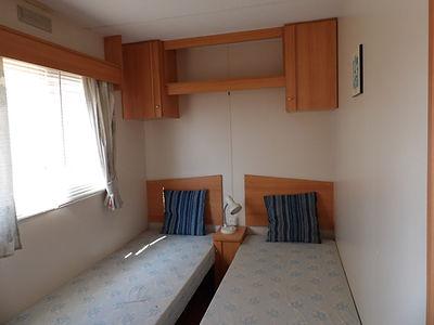 Alucasa 8000 R4P3 twin bedroom