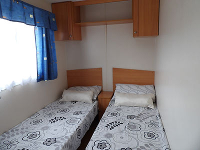 Alucasa 8000 R12P5 twin bedroom