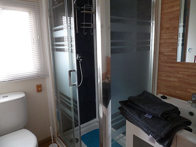 Alucasa 10400 R10P1 bathroom