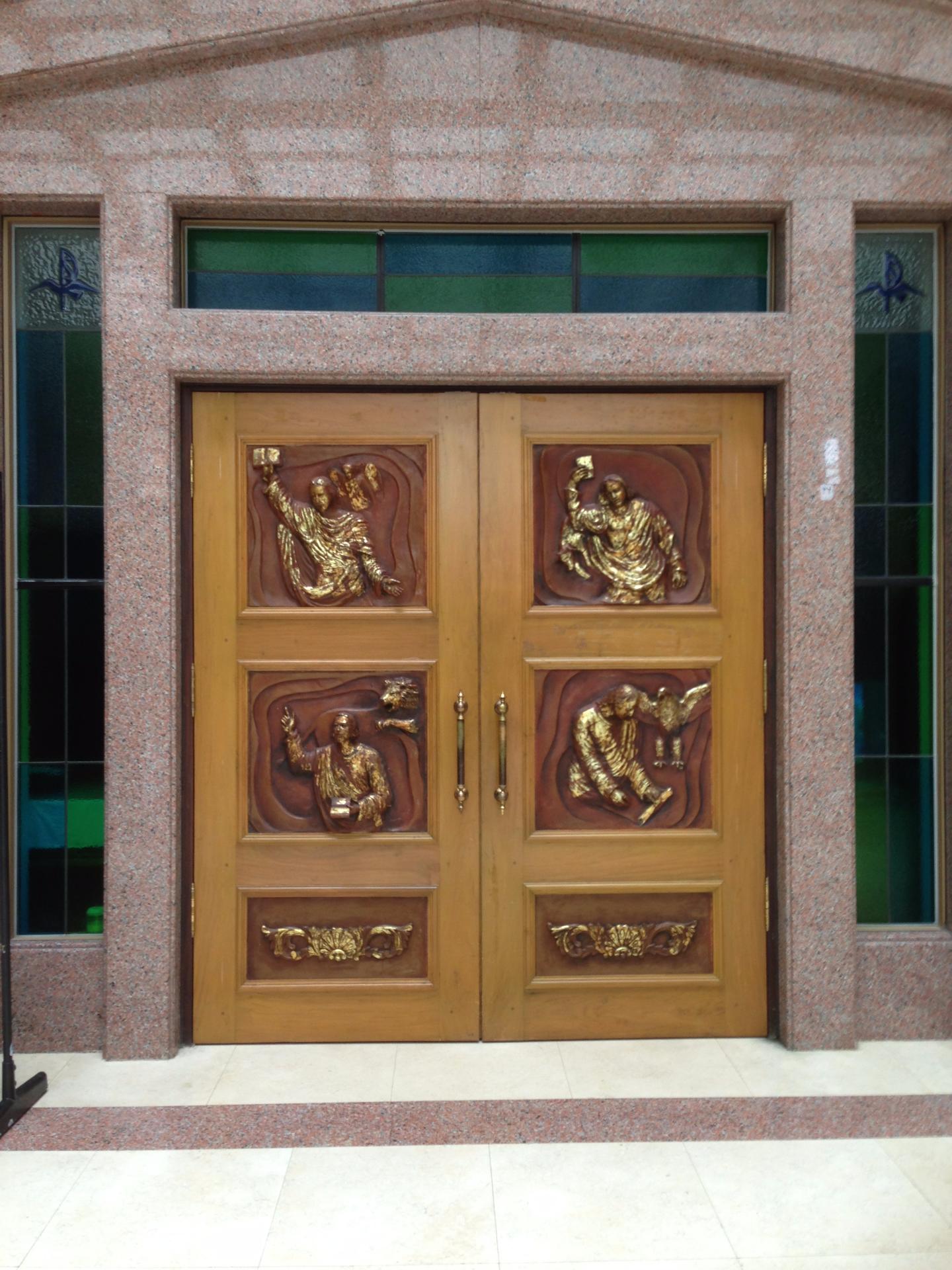 主顧聖母堂四部福音浮雕大門