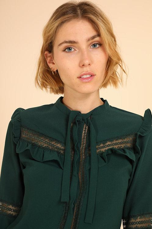 חולצה ירוקה עם קשירה מקדימה, עיטורים בכתפיים, בשרוולים