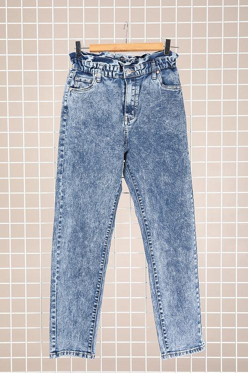 ג'ינס בגזרת MOM במראה רטרו משופשף עם גומי וכפתור