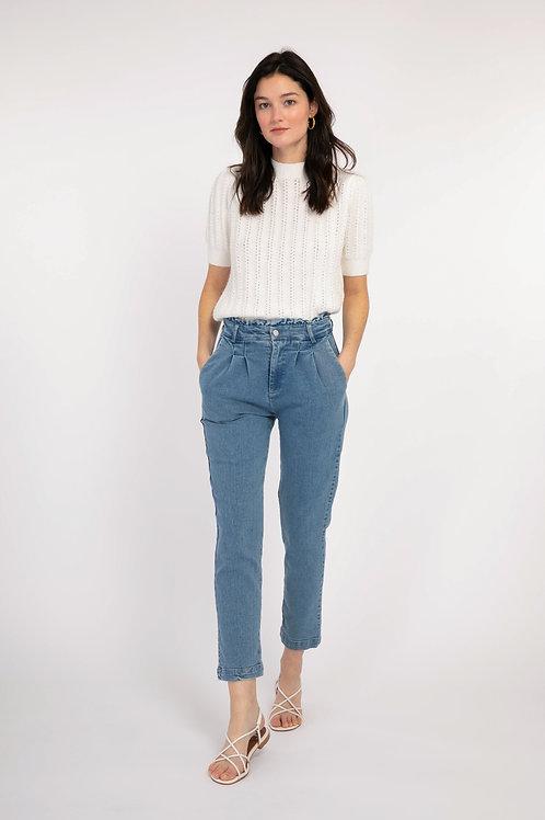 מכנסי ג'ינס תכלת, גומי במותניים, כיסים