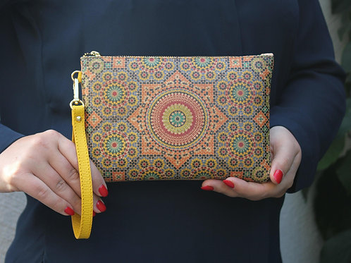 Clutch with drawing of Moroccan geometry