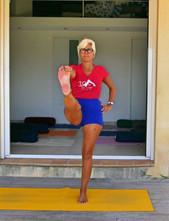 Isabelle, professeure de Yoga Iyengar vous accueille dans un cadre naturel, verdoyant et chaleureux pour des cours intimistes | Roquefort-les-Pins & Mouans-Sartoux | Holiways