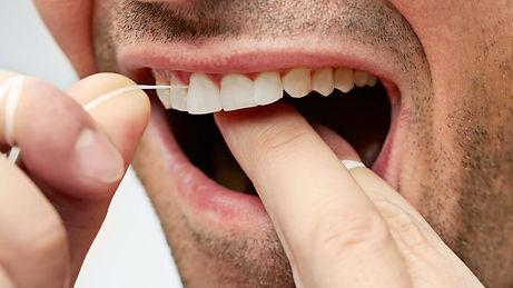flossing-warren-dentist-gum-disease-min.