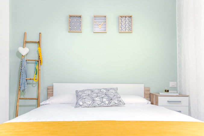שגית שם טוב איפן עיצוב חדר שינה.jpg