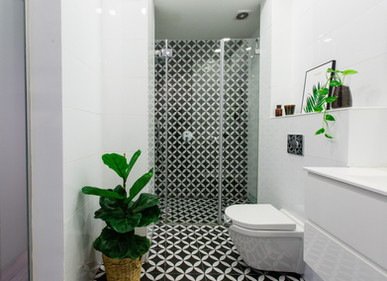 אמבטיה שחור לבן