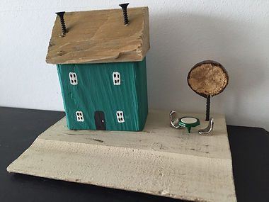 rustic cottage. wooden houses. upcycle shabby chic, al fresco, wooden tree