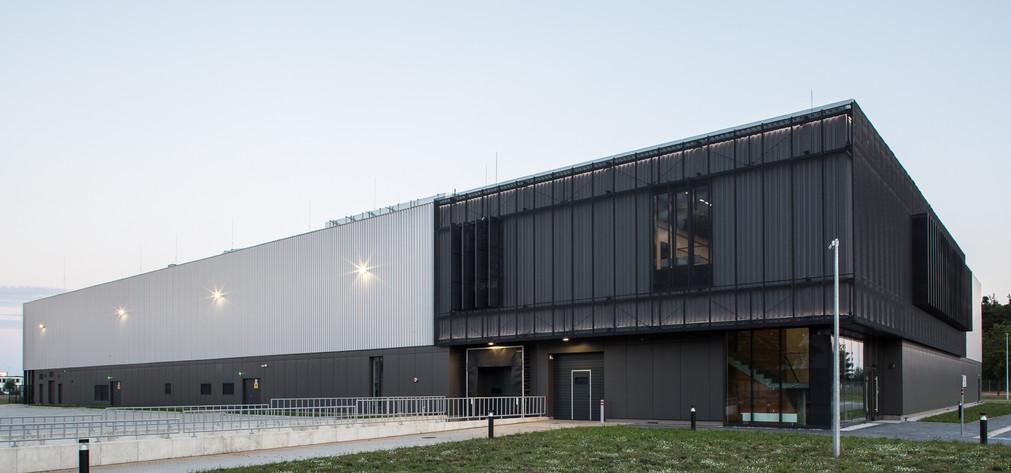 Budynek przemysłowy z zapleczem biurowym w Nowym Tomyślu