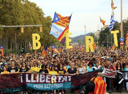 Desenes de milers de persones entren a Barcelona amb les Marxes per la Llibertat