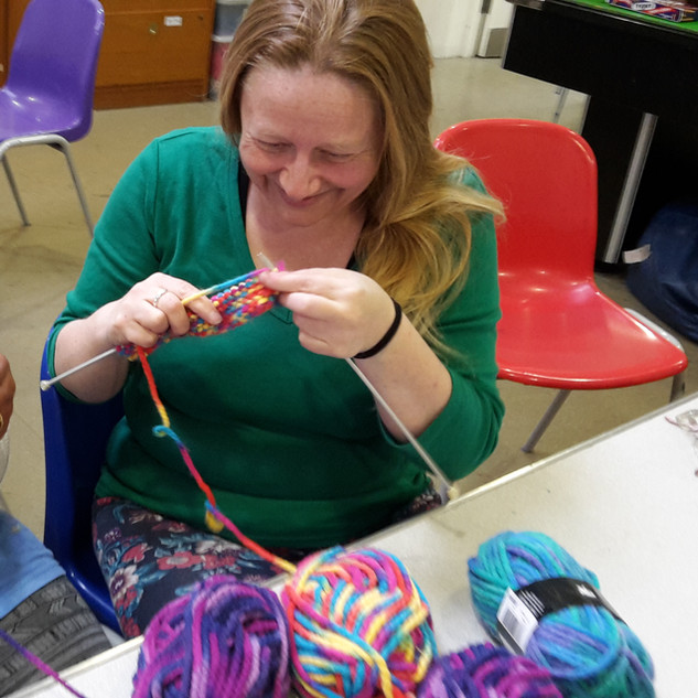 Caroline & Silvie knitting