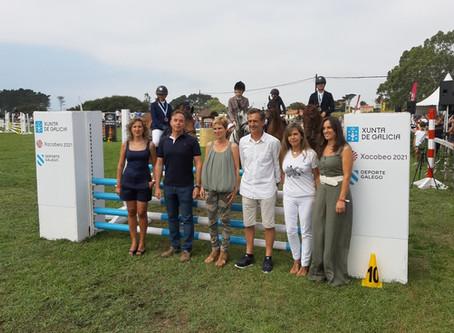 Nava Castro entrega el Trofeo Turismo de Galicia en el certamen hípico de Equiocio