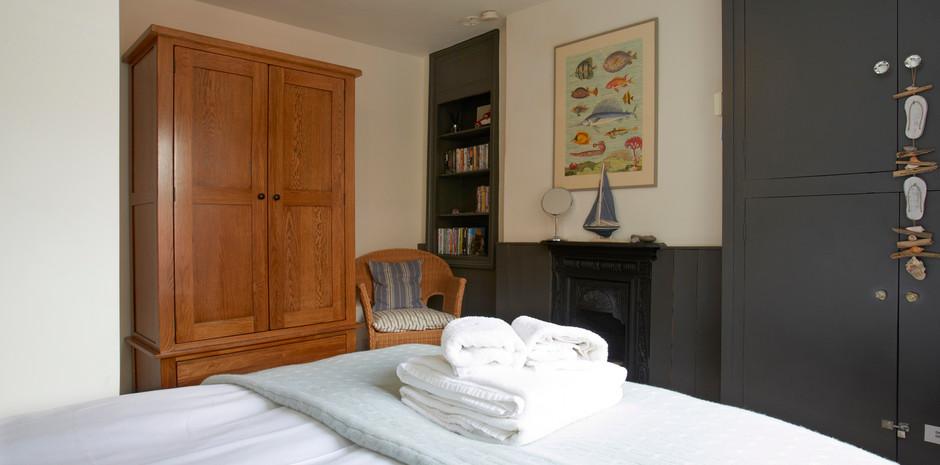 Bedroom 2 6.jpg