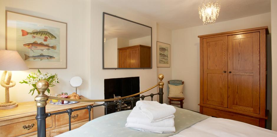 Bedroom 1 4.jpg
