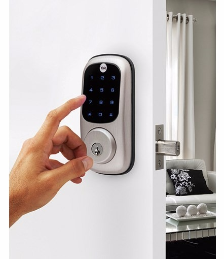 Yale_Touchscreen_Deadbolt_Insitu_Hand_WEB_edited