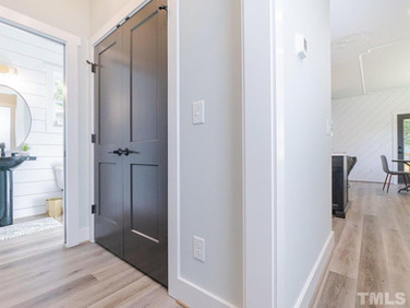 Hallway/Half Bath