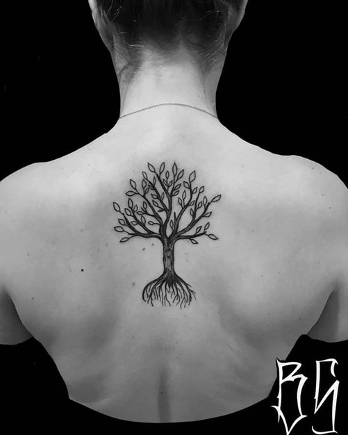 tatouage arbre, blackwork tattoo, bens tattooer