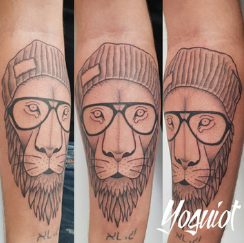 tatouage lion, tatouage bras, yoguiot