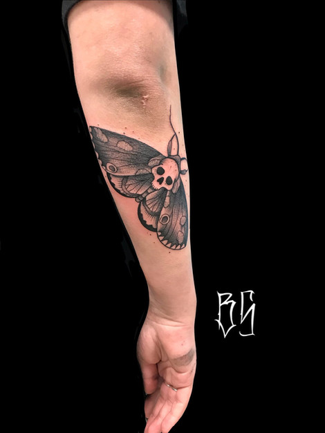 tatouage papillon, blackwork tattoo, bens tattooer