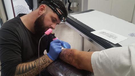 tatoueur yoguiot , salon de tatouage, quadrilatera tattoo shop, marguerittes