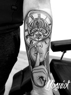 tatouage realiste, tattoo horloge, yoguiot