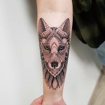 tatouage loup, tatouage graphique, tatouage mandala, yoguiot