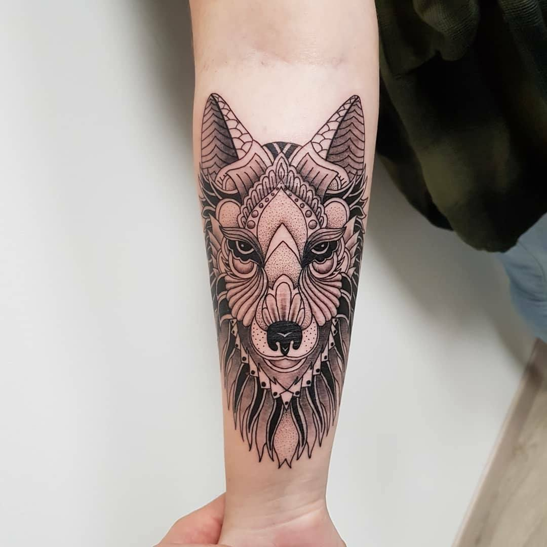 quadrilatera tattoo loup mandala by yogu