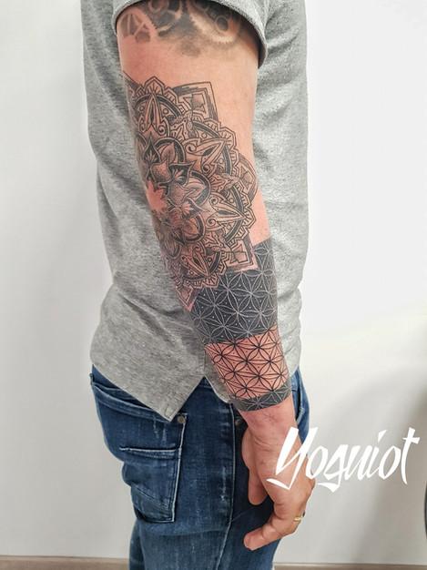 tatouage geometrique, tatouage homme, tatouage bras, yoguiot