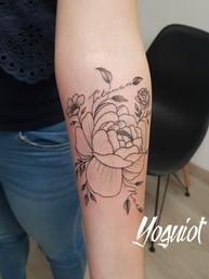 tatouage fleur, tatouage bras, yoguiot