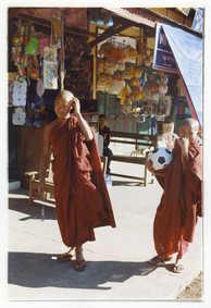 ビルマのお坊さんはサッカー大好き①
