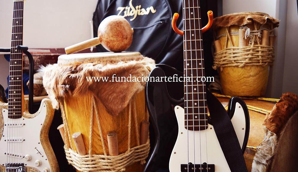 Foto-instrumentos-fundación.JPG