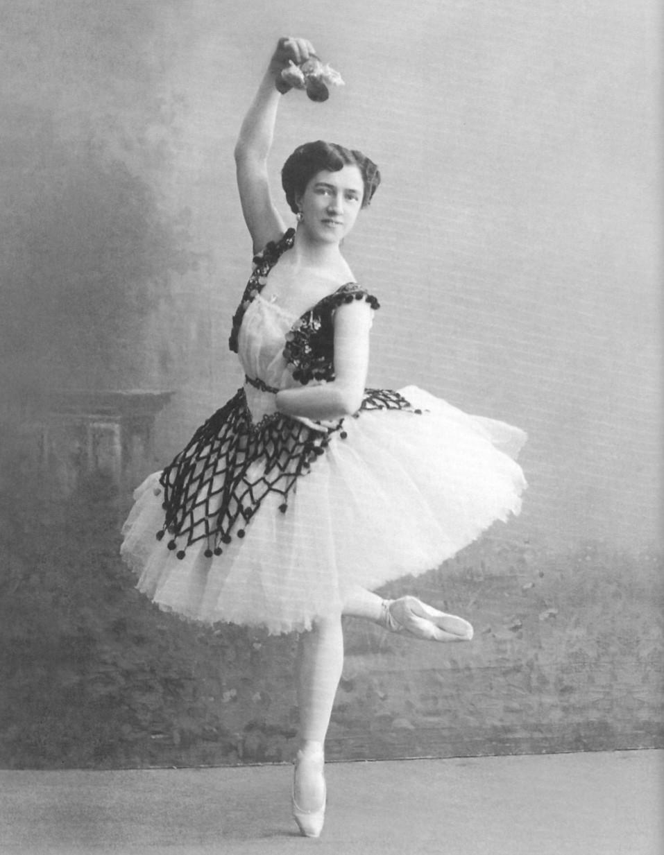 Agrippina_Vaganova_-Esmeralda_1910.jpg
