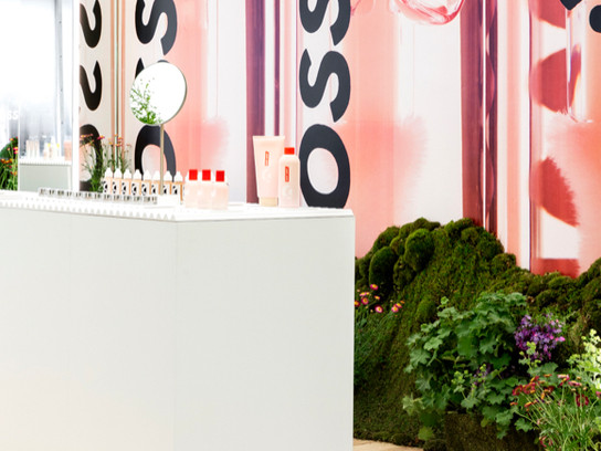 Glossier's Plant-Filled Seattle Pop Up Blooms with Nature