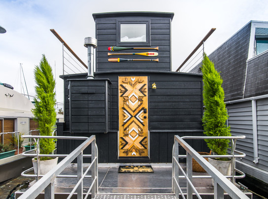 Interior Designer Genevieve Gorder Transforms Seattle Houseboat for Netflix Series, Stay Here