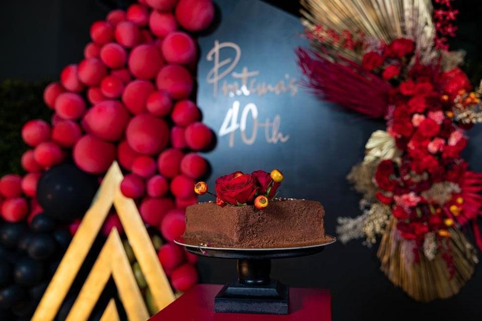 we design themed based cake.jpeg