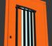 Яркая оранжевая дверь для дома