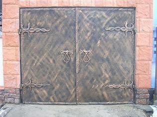 Ворота с ковкой под старину