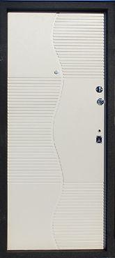 Стальная дверь ФГ-ЛТ+1-13 с внутренней стороны отделана белой МДФ накладкой (ПВХ, Массив, Шпон) с рисунком в современном элегантном стиле.