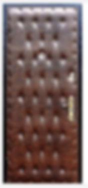 Дешевая металлическая дверь с рисунком из пуговиц