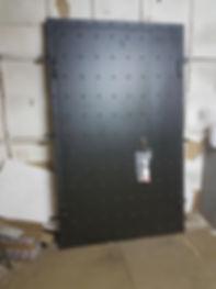 Стальная дверь для квартиры в стиле лофт
