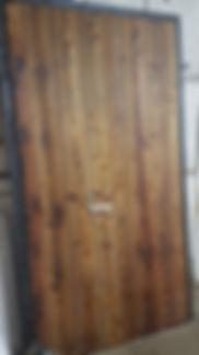 Дверь в стиле лофт с отделкой доской