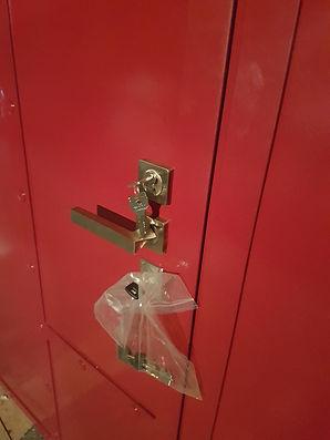 Дверь в стиле лофт красная