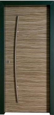 Дверь металлическая зебрано с ручкой планкой