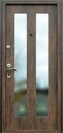 Дверь с двумя большими зеркалами прямоугольной формы во весь рост